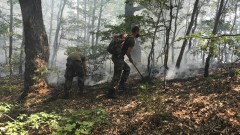 И днес военни борят пожара в Рила