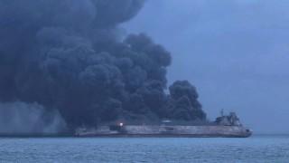 Горящият танкер край бреговете на Китай може да избухне