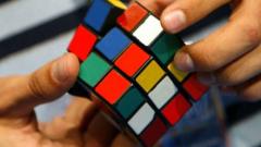 Най-продаваната играчка в света - Кубчето на Рубик навърши 40 г.