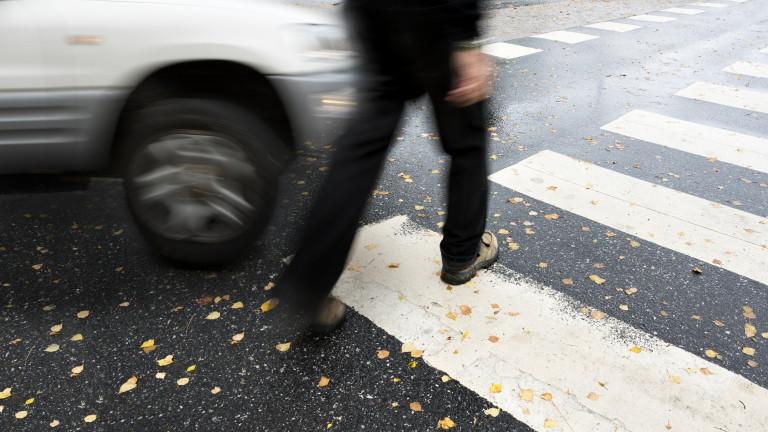 Възрастна жена помете трима пешеходци в Дългопол