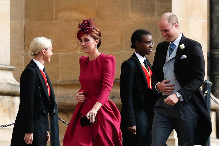 Уилям и Кейт пристигат на сватбата