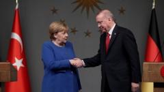 ЕС не издържа на изнудването на Гърция и Кипър, оплака се Ердоган пред Меркел