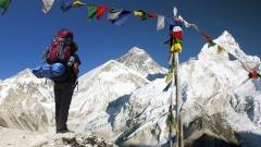 Шерп изкачи Еверест за първи път след бедствията в Непал