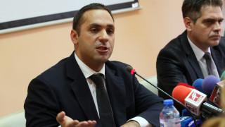 """Караниколов препрати работниците от """"Емко"""" към шефовете им"""