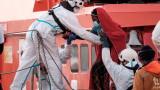 Турция обвини Гърция, че е хвърлила мигранти с белезници в морето
