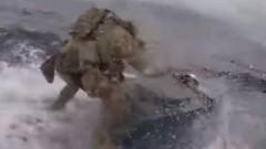 Американски командос скочи на движеща се наркоподводница при операция