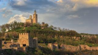 Разкриха некропол от Второто българско царство на паркинг в Търново