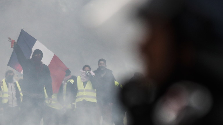 Неуправляема ли е Франция?