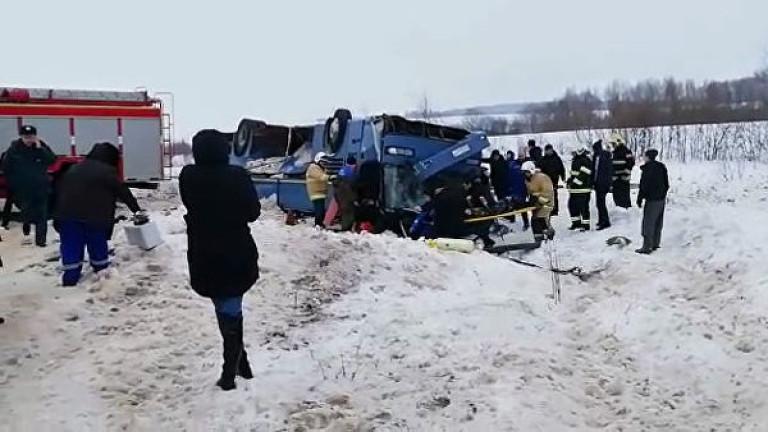Снимка: Седем загинали и 32 ранени при преобръщане на автобус в Русия