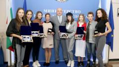 Министър Кралев награди националния ансамбъл по художествена гимнастика за медалите от Световното първенство