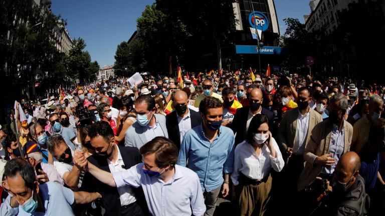 Десетки хиляди демонстрираха в испанската столица Мадрид в неделя срещу