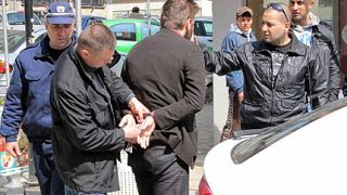 Студенти се стрелят в Русе заради жена