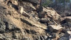 Укрепват свлачище, държало в страх бобовдолско село от десетилетие