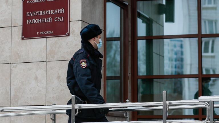 Русия задържа съветници на Навални