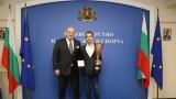 Министър Кралев награди Иван Влъчков с почетен плакет на ММС