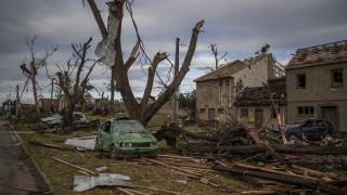 Около 150 души бяха ранени от торнадо в Чехия. Има жертви