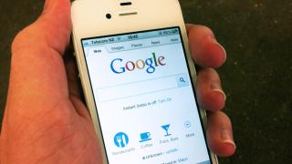 Google плаща колосална сума на Apple, за да държи търсачката си в iPhone