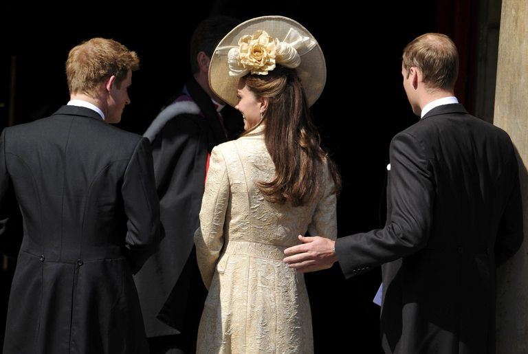 Уилям, Кейт и Хари на сватбата на Зара Филипс и Майк Тиндал