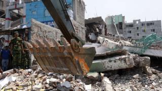 Жертвите на рухналата сграда в Бангладеш вече са над 600