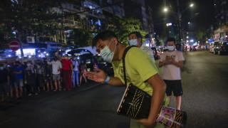 След заповед на властите населението на Мианмар остана без достъп до Facebook