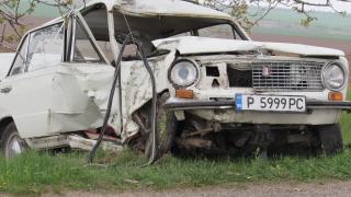 Шофьор загина при удар в дърво в Русенско