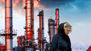 САЩ позволяват на 8 страни да заобикалят санкции и да купуват петрол от Иран