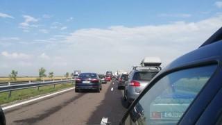"""Катастрофа затруднява движението по """"Тракия"""" към столицата"""
