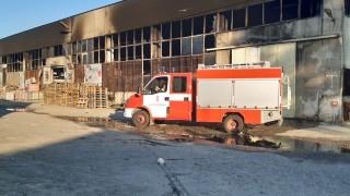 Няма замърсяване на въздуха в Пловдив след пожара в склада за строителни материали