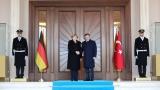 Меркел и Давутоглу ужасени от руските удари в Сирия