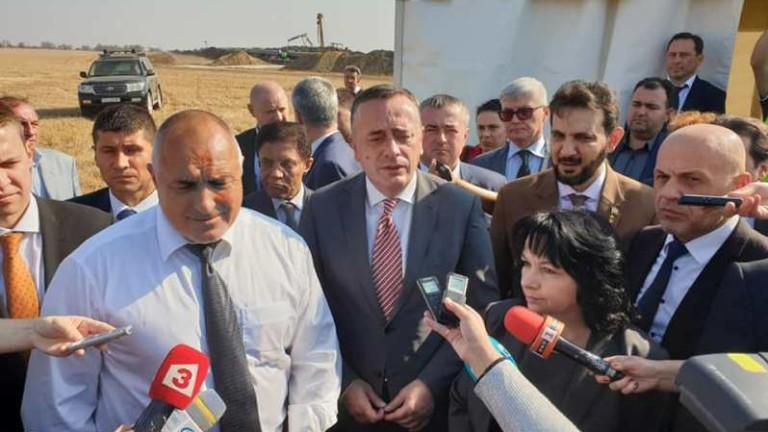 "24 вагона и 60-70 тира докарват тръби за ""Балкански поток"", доволен Борисов"