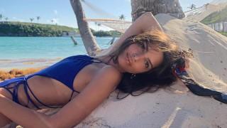 Секси ваканцията на Емили Ратайковски