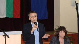 Зам.-министър спира заминаването на ученици за чужбина с новия закон