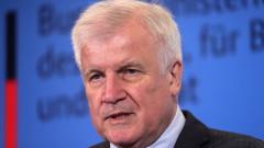 """Медии """"подадоха оставката"""" на Зеехофер като лидер на ХСС, той все още не е решил"""