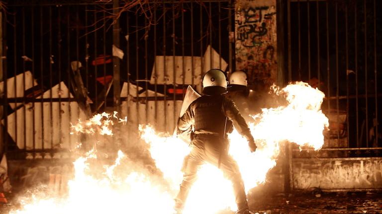 Гръцката полиция задържа 22-ма души в Атина по време на
