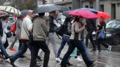 АПИ: Пътищата са мокри и на места заледени