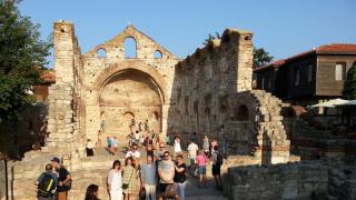 Рекорден брой полицаи пазят туристите в Несебър това лято