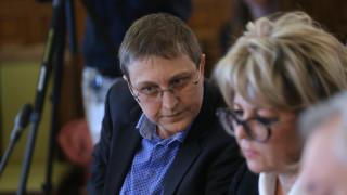Съмнения за злоупотреби с парите за българските училища в чужбина