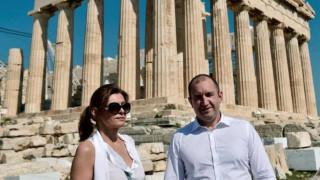 Forbes рекламира недвижими имоти в Гърция със снимка на президента Радев
