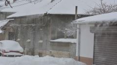Стотици населени места остават без ток