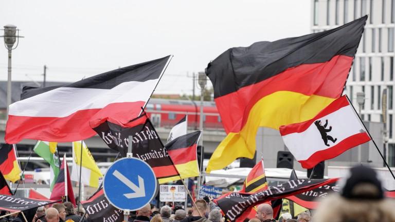 Меркел с 13% преднина