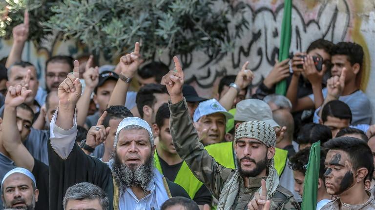 Палестинската групировка Хамас изстреля ракети към Средиземно море след престрелка