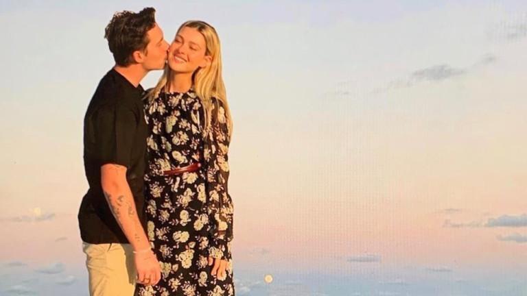 Около месец след новината, че Бруклин Бекъм предложи брак на