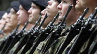 Швейцарските войници губят правото да складират оръжията си вкъщи