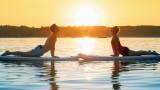 Как се практикува пилатес върху сърф