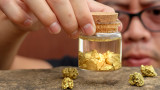 Цената на златото продължава да спада