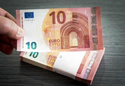 Новата банкнота от 10 евро с надпис на кирилица е в обращение от днес