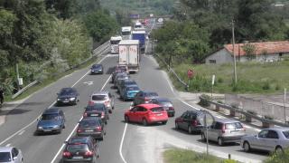 Интензивен трафик се очаква на изходите на София и магистралите