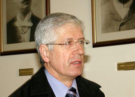 Станишев праща Овчаров в отпуск, уволнява зам.министри