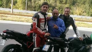 Владо Карамазов полудя по моторите