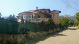Бургас забранява къщите край морето да вдигат масивни огради